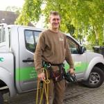 """Andreas Hanik, gerüstet für die """"Seilunterstützte Baumklettertechnik""""."""
