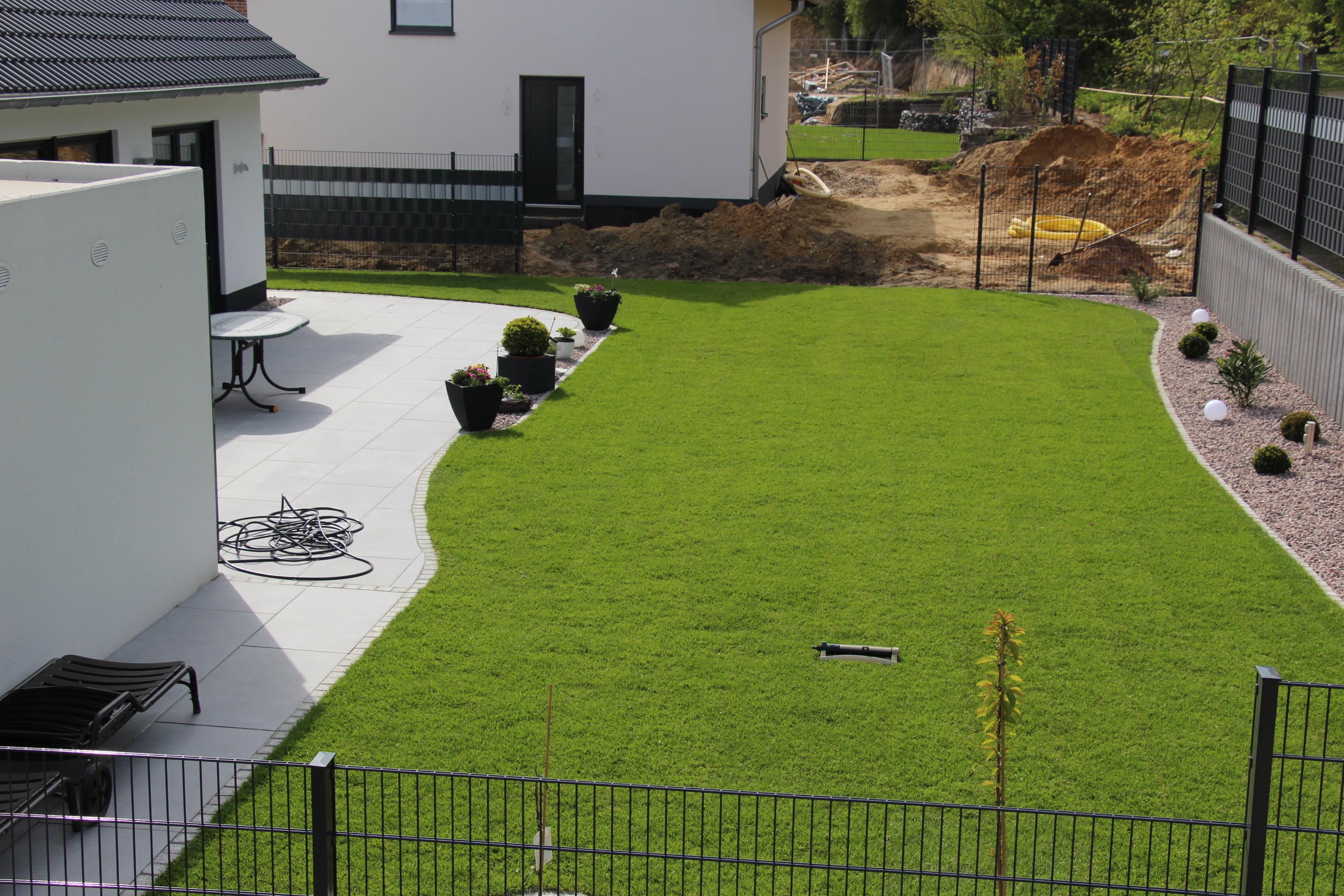 Rasen- und Terrassenansicht